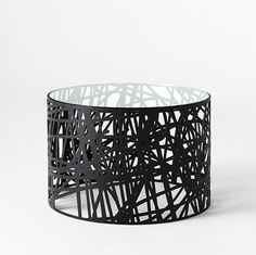 black metal new modern round occasional table Coffe Table, Modern Coffee Tables, Modern Table, Tea Table Design, Luxury Chairs, Petites Tables, Indoor Outdoor Furniture, Metal Shop, Contract Furniture