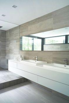 Moderne badkamer | wit | hout | strak | wastafelmeubel - Makeover.nl
