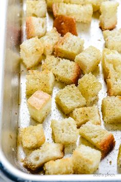 French Delicacies Essentials - Some Uncomplicated Strategies For Newbies Learn How To Make Easy Homemade Croutons From Scratch With This Simple Croutons Recipe. They Make The Perfect For Topping Salads, Soups And Crouton Recipes, Bread Recipes, Side Dishes Easy, Side Dish Recipes, How To Make Croutons, Pinch Recipe, Homemade Croutons, Best Chicken Recipes