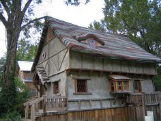 Houses Built with Reclaimed Materials - http://blacklemag.com/design/recycled-products-used-to-construct-houses/