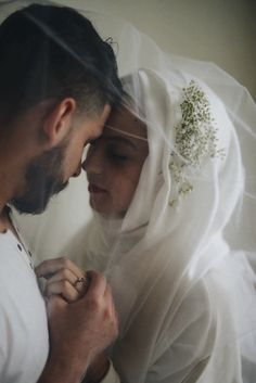 Today we're sharing just the most beautiful bridal portraits. Anna and Siraj's photographer friends brought forward the idea of having an intimate portrait session before the wedding da… Muslim Couple Quotes, Cute Muslim Couples, Romantic Couples, Cute Couples, Wedding Shoot, Wedding Bride, Wedding Stuff, Islam Marriage, Love In Islam