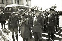 Немецкие генералы перед маршем пленных немцев по Москве.