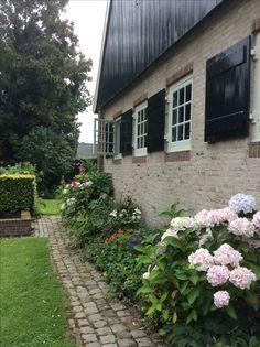 Garage Doors, Sidewalk, Outdoor Decor, Plants, Home Decor, Decoration Home, Room Decor, Sidewalks, Plant