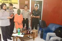 Tribratanewsmagelangkota.com - Kasubbag Humas Polres Magelang Kota Jawa Tengah Ajun Komisaris Polisi Esti Wardiani dengan di dampingi Paur