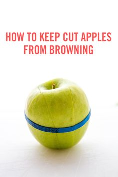 This is the perfect food hack that promises to keep your apples looking fresh, like they've just been cut. All you'll need is some lemon juice, a spray bottle, and a rubber band.