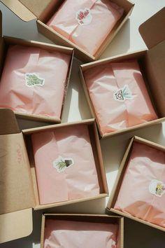 Jewelry Packaging, Gift Packaging, Packaging Ideas, Clothing Packaging, Pretty Packaging, Product Packaging Design, Simple Packaging, Packaging Stickers, Cookie Packaging