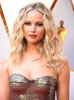 Il rossetto abbinato allo smalto? Copia Jennifer Lawrence per gli Oscar 2018- CosmopolitanIT