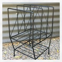 1950s metal record holder Record Holder, Vintage Furniture, Magazine Rack, Retro Vintage, 1950s, Mid Century, Classic Furniture, Medieval, Middle Ages