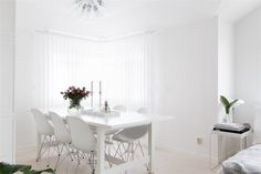 Dining room. White. Black and White Decor Creates Instant Flair 15