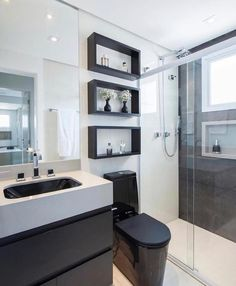 Bathroom inspiration in black and white, beautiful! Monise Rose Project Bathroom inspiration in black and white, beautiful! Bathroom Design Luxury, Bathroom Layout, Modern Bathroom Design, Modern Bathrooms, White Bathroom, Small Bathroom, Bathroom Wall, Toilette Design, Bathroom Photos