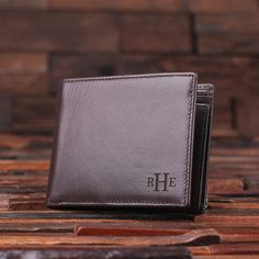Classic men's leather wallet, available in brown and black. Crafted from genuine cow leather, these make the perfect groomsmen gift, father's day gift or boyfriend gift. Wallet Size = 4.75″ x 3.75″ x