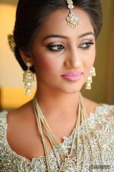 How To Do Kandyan Bridal Makeup : 1000+ images about NILANs Beautiful Sri Lanka - 01 on ...