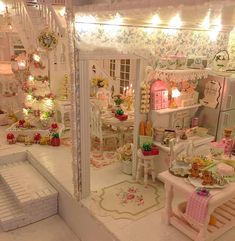 🌸🎄Gingerbread cookie 🍪 making in the miniature dollhouse🎄🌸 Dollhouse Tutorials, Diy Dollhouse, Dollhouse Furniture, Dollhouse Miniatures, Miniature Rooms, Miniature Houses, Miniature Kitchen, Victorian Dolls, Victorian Dollhouse
