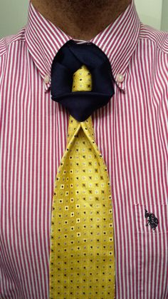 THE EXQUISITE KNOT (BY BORIS MOCKA AKA THE JUGGER KNOT) Necktie Knots, Scarf Knots, Tie Knot Styles, Fancy Tie, Beard Suit, T Shorts, Paracord Projects, Tie Shoes, Longboarding