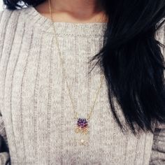 Learn how to make this cute fringe necklace for a pop of color to your outfit! (in Portuguese)