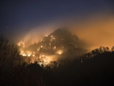 Wildfire in the Great Smoky Mountains [OC][25002115] #reddit