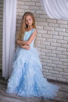Детское платье голубого цвета Лазурь отлично сочетается со взрослым таким же платьем