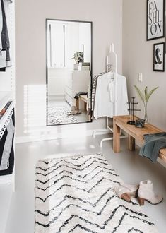 A walk-in closet! In Tessa's Scandinavian terraced house there was room for a beautiful walk-in closet. Interior, Home, Home Bedroom, Luxurious Bedrooms, Room Inspiration, House Interior, Bedroom Inspirations, Master Bedrooms Decor, New Room