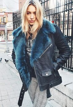 Cailin Russo's street style! Faux fur and check trousers Fashion Mode, Look Fashion, Fashion News, Womens Fashion, Fashion Trends, Sporty Fashion, Ski Fashion, Trendy Fashion, Fashion Details