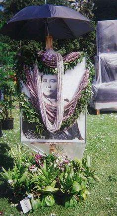 Queen Liliuokalani ... Queen Of Hawaii, Hawaiian People, Hawaiian Homes, Visit Hawaii, Hawaii Usa, Ocean Sounds, Cemetery Art, English Royalty, Hawaiian Islands