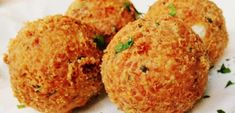 Cheddar Bay Biscuits - easy (uses Bisquick) and supposed to taste like Red Lobster's biscuits. Red Lobster Biscuits, Cheddar Bay Biscuits, My Favorite Food, Favorite Recipes, Biscuit Bread, Savory Muffins, Creative Food, I Love Food, Appetizer Recipes