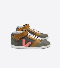 Veja sneakers and accessories are made of organic cotton, wild rubber from the Amazon and vegetable-tanned leather. Veja also works with cooperatives of small producers and social associations in Brazil and France. Enter your Product #gpaward #lifestyle