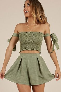 2 piece set women outfits strapless tie sleeve tube crop top and high waist shorts two piece set summer 2019 woman clothes Cute Summer Outfits, Cute Casual Outfits, Stylish Outfits, Outfit Summer, Short Outfits, Casual Chic, Look Fashion, Curvy Fashion, Cheap Fashion