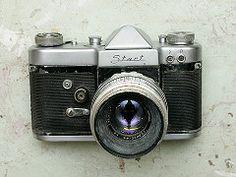 Start (SLR) - Type 3 (1962 Export Version) The Start is a 35mm SLR film camera that manufactured by Mechanical Factory of Krasnogorsk (Krasnogorsky Mekhanichesky Zavod) (KMZ), near Moscov, former USSR, between 1958-64