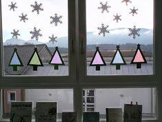 """""""Moderne"""" Weihnachtsbäume als schnelle Fensterdeko  Ich habe lange überlegt, was ich dieses Jahr mit den Kindern als weihnachtlicher Fenste..."""
