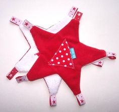 ID Doudou étoile Sewing Projects For Kids, Sewing For Kids, Diy For Kids, Sewing Toys, Baby Sewing, Sewing Crafts, Baby Couture, Couture Sewing, Homemade Toys