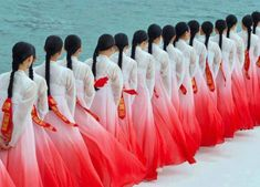 Beautiful HANBOK (traditional korean clothes for women) in Ombre style.if only we could have this many handmaidens/towns people Korean Hanbok, Korean Dress, We Are The World, People Of The World, Korean Traditional, Traditional Dresses, Creative Photography, Fashion Photography, Photography Store