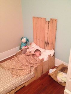 For your Toddler babies you can made very awesome ideas from the Old pallets where you can sleep your little cute baby where he can feel happy can comfortably sleep on the soft Pallet toddler bed.