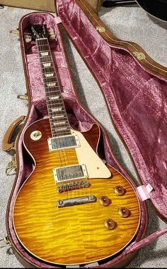 Gibson Electric Guitar, Gibson Guitars, Electric Guitars, Guitar Amp, Cool Guitar, Clown Cake, Instruments, Les Paul Guitars, Les Paul Standard