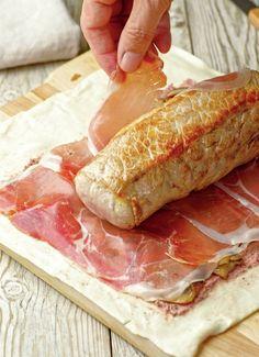 paso_a_paso_para_hacer_un_rollo_de_solomillo_con_pate_y_jamon_enrollar_el_solomillo_con_el_jamon_y_el_hojaldre Carne Adobada, Steak Recipes, Pasta Recipes, Crockpot Recipes, Chicken Recipes, Dinner Recipes, Lechon, Pollo Relleno, American Food