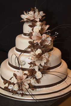 Chocolate Brown and Cream Wedding Cake. Its really pretty =) Probably too big. And not the right colors.... but pretty =)