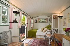 Lovely Self catering Shepherds Hut - Get $25 credit with Airbnb if you sign up with this link http://www.airbnb.com/c/groberts22