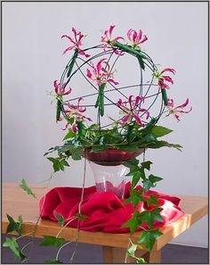 Symbolische schikking: Pinksteren 2012 Pentecost, Floral Arrangements, Planter Pots, Flowers, Plants, Inspiration, Seeds, Biblical Inspiration, Flora