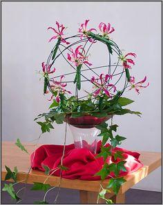 Symbolische schikking: Pinksteren 2012 Pentecost, Flower Decorations, Floral Arrangements, Planter Pots, Easter, Flowers, Plants, Inspiration, Biblical Inspiration