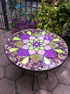 Mosaic Outdoor Table, Mosaic Coffee Table, Outdoor Table Tops, Mosaic Tables, Mosaic Garden Art, Mosaic Diy, Mosaic Glass, Mosaic Furniture, Mosaic Flowers