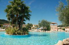 In het achterland van de Côte d'Azur ligt het familiepark Le Clos de Olivers. De Var biedt u het gehele jaar door een prettig klimaat in een mooie omgeving. Gezellig met z'n alle! Het park is ideaal voor gezinnen en families.