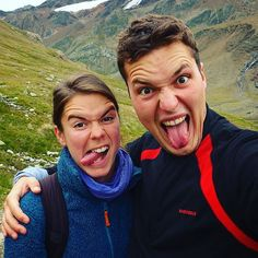 After five days walking in the #highlands with low temperatures in summer, we are just capable of doing #crazyfaces 🤡 #2happyhomeless #crazyontour #altitudesickness #gohighorgohome #defytheelements