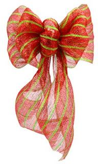 Christmas Decor: Making a Huge Bow with Deco Mesh ribbon. Love this.