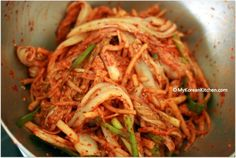 How to make fresh and lightened napa cabbage kimchi salad (Baechu Geotjeori). This is a perfect alternative to a heavily seasoned traditional kimchi Asian Recipes, New Recipes, Cooking Recipes, Healthy Recipes, Ethnic Recipes, Asian Foods, Japanese Recipes, Healthy Salads, Easy Recipes