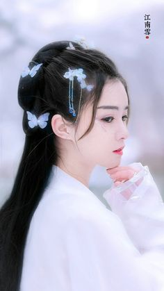 Beautiful Chinese women girls in the world Beautiful Chinese Women, Beautiful Asian Girls, Chinese Traditional Costume, Traditional Outfits, China Girl, Chinese Clothing, Fantasy Girl, Fantasy Queen, Hanfu