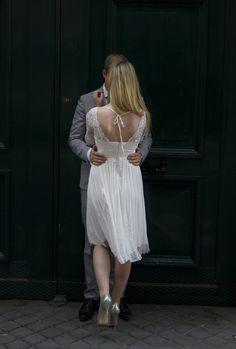 Norsk brudepar i Paris sommeren 2014. Bryllups-fotografering med fotograf totte-imagery.com. Fotografen organiserer også sjåfør, hår og make-up hvis brudeparene ønsker dette. Hun fotograferer bryllup i Paris og ellers i Europa.