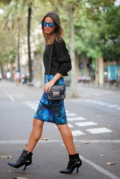 Pencil skirt, Street style like a lady. Work Fashion, Fashion Outfits, Womens Fashion, Fashion Trends, Fashion Bloggers, Skirt Fashion, Street Fashion, Casual Outfits, Casual Chic