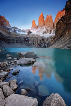 Bucket list Tuesday⠀ ⠀ TORRES DEL PAINE, CHILE⠀ ⠀ It's no easy feat to travel to the Torres del Paine National Park, located in the south of Chile's Patagonia region. But once you're there you will be rewarded with breathtaking sights. Arcadia National Park, Biscayne National Park, Rainier National Park, Sequoia National Park, Smoky Mountain National Park, National Parks, Parc National Torres Del Paine, Places To Travel, Places To Visit