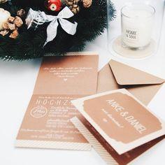 """Auch um die Weihnachtszeit wird fleißig weiter gezaubert. Diesmal """"June"""" als Klappkarte in Beige und Rosa  #grafikdesign #design #madewithlove #weddingcard #papeterie #weddinginvitation #invitation #einladung #postkarte  #heiraten #hochzeit2016 #braut2016 #verlobt #braut #hochzeitspapeterie #hochzeitseinladung #hochzeit #inlay #открытка #приглашение #декор #dawanda #wedding #свадьба #savethedate #gettingmarried #stationery #unserehochzeit #wirheiraten"""