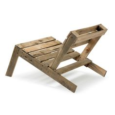 How cool.  Beach chairs from pallets. Studiomama design. ©Stine Raarup
