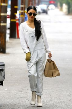 vanessa hudgens austin butler sep outings after ida speech 02 Vanessa Hudgens keeps it chic in an all off-white outfit while out and about in Los Angeles on Friday afternoon (August Earlier in the day, the Vanessa Hudgens And Austin Butler, Vanessa Hudgens Style, Star Fashion, Fashion Models, Womens Fashion, Fashion Bloggers, High Fashion, Fashion Trends, Mom Outfits